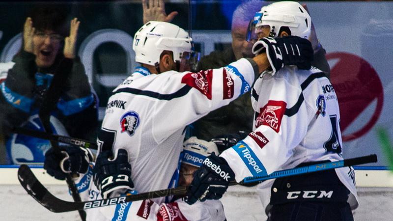 TELH ŽIVĚ: Plzeň drtí Tygry, vede už 4:0! Oceláři hrají ve Zlíně
