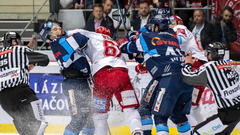 TELH ŽIVĚ: Získá Třinec mistrovský mečbol, nebo Liberec srovná krok?