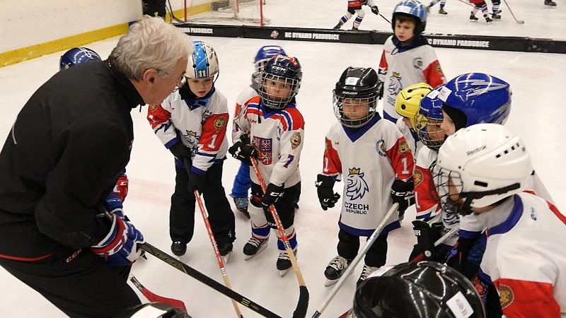 Týden hokeje v Pardubicích: První kroky pod dohledem extraligových hráčů