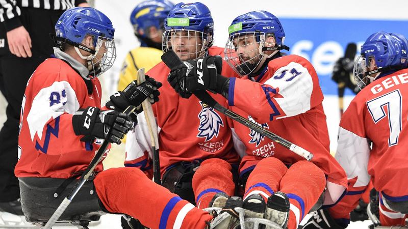 6cf492b2ea79b Para hokejisté zametli i se Švédy! Na domácím MS mají jisté čtvrtfinále