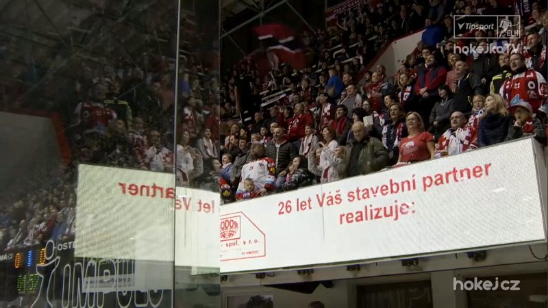 Hezký moment v Olomouci. Mikrofon nefungoval, hymnu odzpívali fanoušci